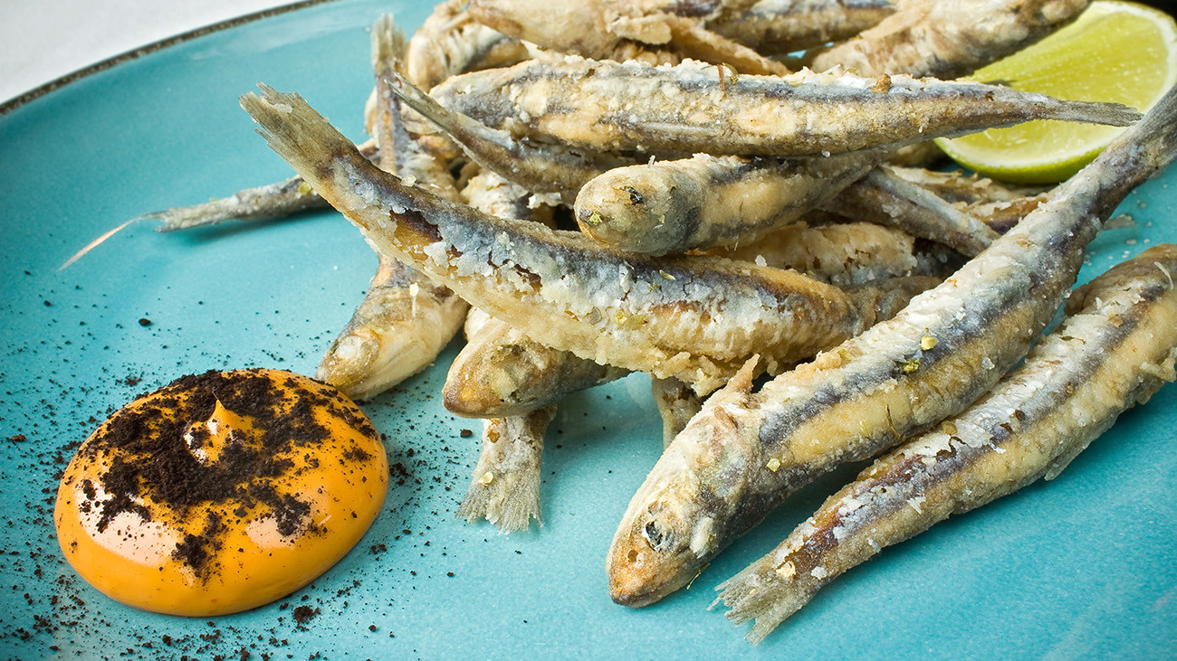 A popular meal in Pátzcuaro: anchovias fritas. The predatory fish introduced into the lake for fishing are another problem for the salamanders. | Jacopo Ventura, Shutterstock