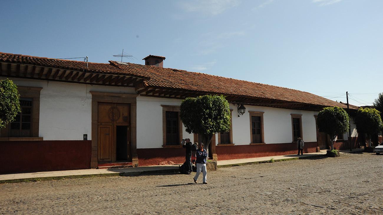 Nebengebäude des Dominikanerinnen-Klosters, in dem die Querzahnmolche gezüchtet werden – um mit ihrer Hilfe Hustensaft zu gewinnen. | Joachim Nerz